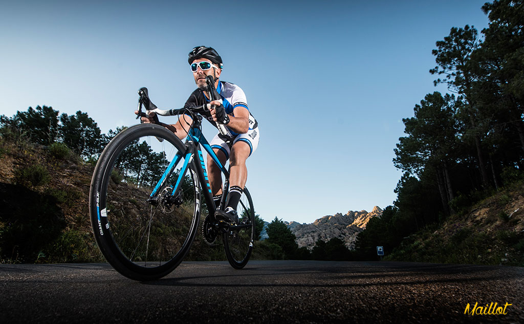 La nueva Giant Defy Advanced Pro 0 lo tiene la rapidez y la agilidad de las bicis sport y la absorción y comodidad de las gran fondo