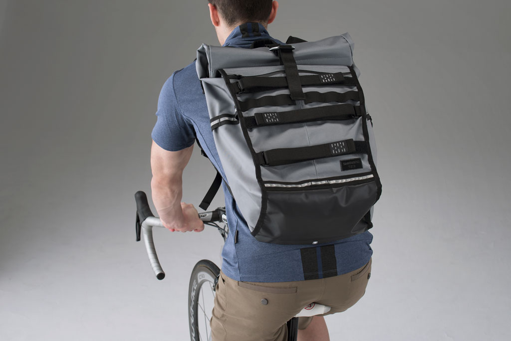 la mochila Shimano Tokyo , disponible en 2 versiones (de 17 y 23 litros) tiene compartimentos específicos para ordenador y accesorios